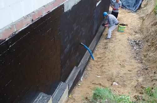 Hydroizolacja fundamentów schodkowych